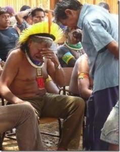 Dépeuplement forcé en amazonie dans Presse indios_01_thumb1-237x300